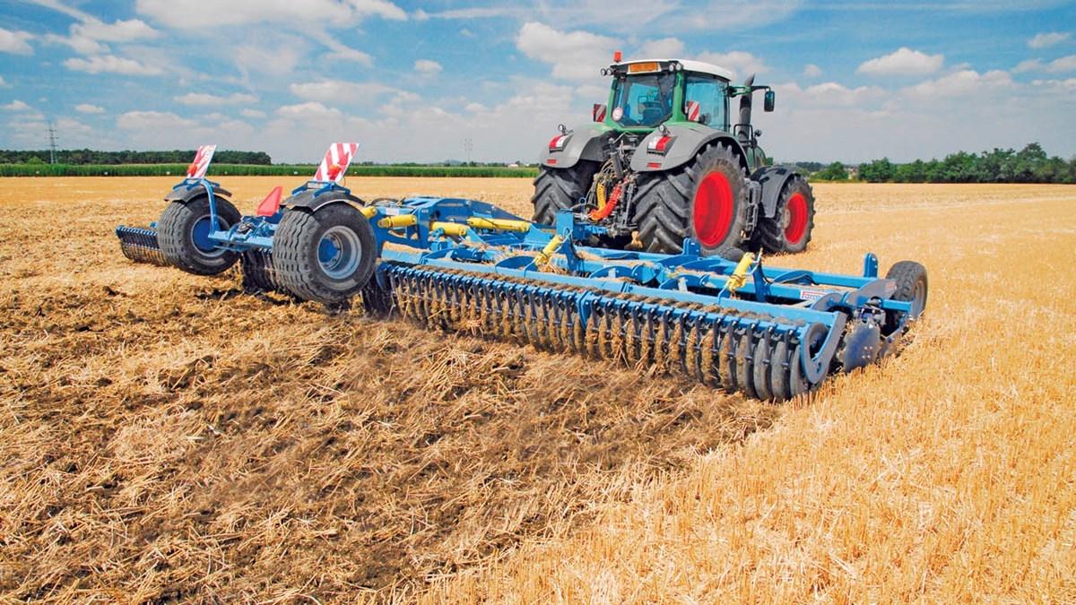 Агроспейс предалагает дисковые лущильники дисковые лущильники Softer от чешской компании «Farmet» с трактором Фендт